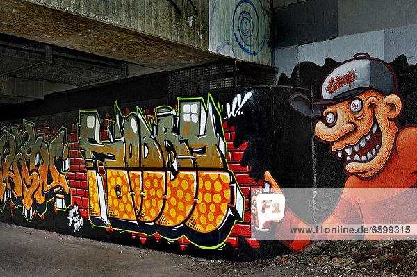 Graffiti an den Pfeilern der Brudermühlbrücke  Flaucher  München  Bayern  Deutschland  Europa
