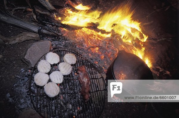 Lagerfeuer  kochen  Brot  Close-up  close-ups  close up  close ups  Känguru  Fleisch