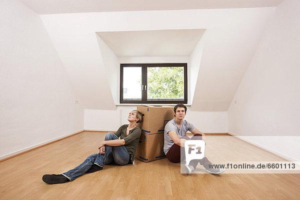 leer Zimmer Apartment Bewegung jung Wohnzimmer neu