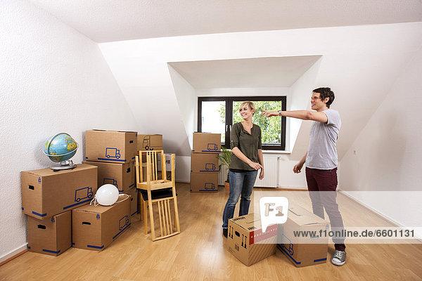 leer Möbel tragen Zimmer Apartment Bewegung jung Loft