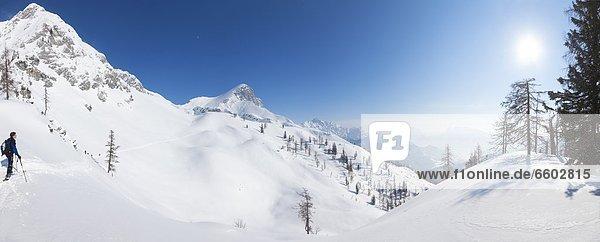 Skitourengeher in den Ennstaler Alpen  Oberösterreich  Österreich