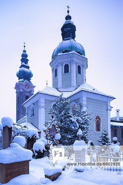 Friedhof von St. Peter im Winter  Salzburg  Österreich