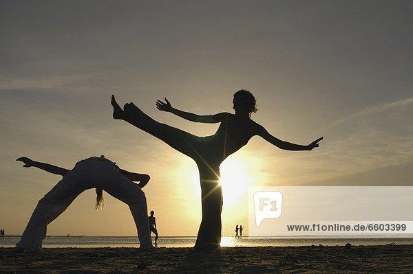 Frau  Strand  Sonnenuntergang  Silhouette  2  Capoeira