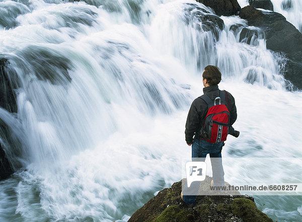 sehen  über  klein  wandern  Wasserfall