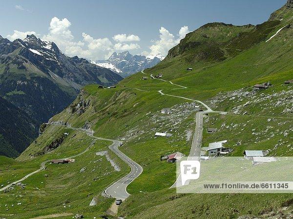 Biegung Biegungen Kurve Kurven gewölbt Bogen gebogen Berg Fernverkehrsstraße