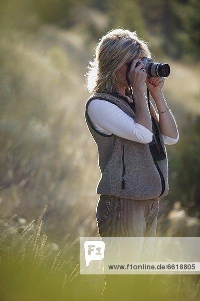 Frau  nehmen  Fotografie