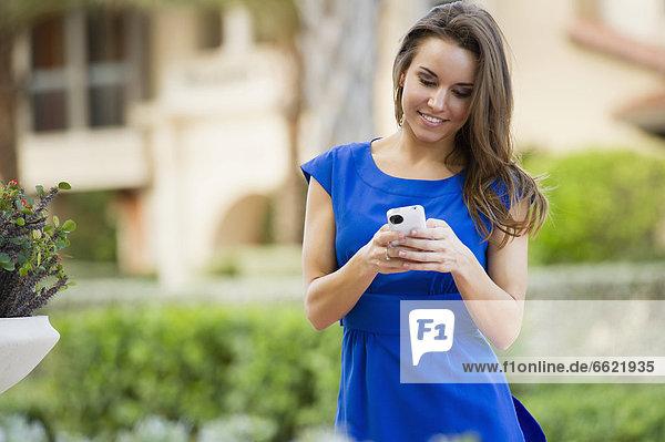 Handy Europäer Frau Text Kurznachricht