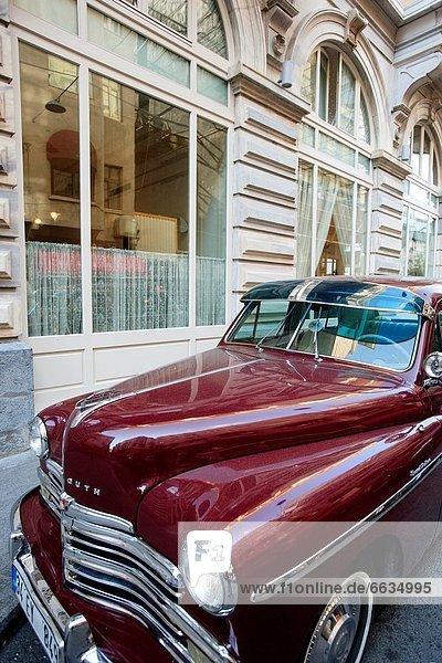 Auto  Hotel  Palast  Schloß  Schlösser  Flughafen  Kunde  Kleinlastwagen  Chrysler  Klassisches Konzert  Klassik  Istanbul  Plymouth