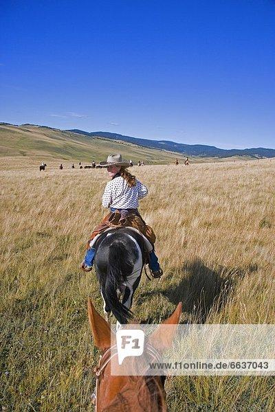 Frau auf dem Pferd