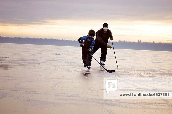 Eis Hockey spielen