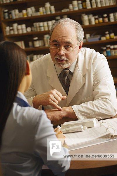 Patientin geben Pharmazie Rat