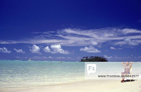 Tropisch  Tropen  subtropisch  Frau  Strand  baden  Sonne
