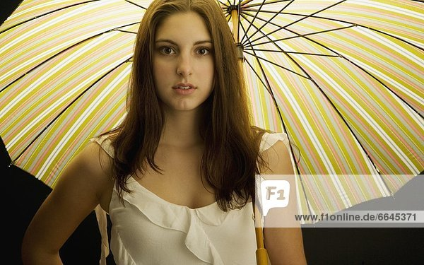 Frau  Regenschirm  Schirm  jung