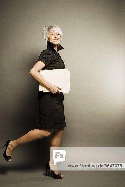 Frau  rennen  Dokument