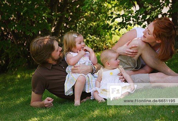 Familie zusammen zu spielen