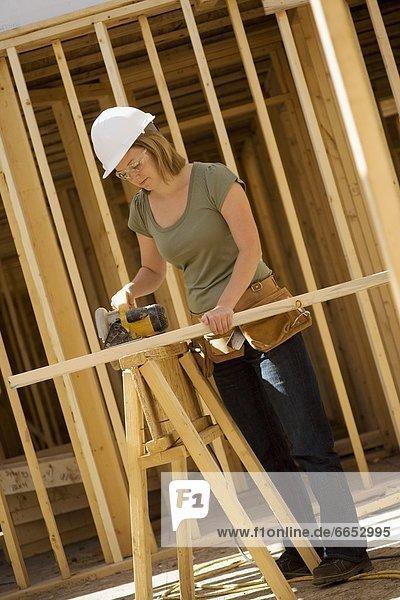 Weibliche Bauarbeiter
