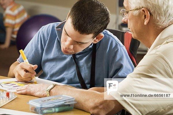 Senior  Senioren  Mann  Zeit  jung  Geld ausgeben  Zeit verbringen
