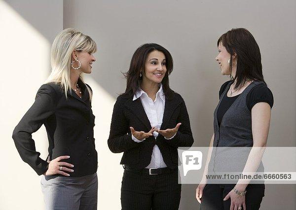 Drei Frauen reden