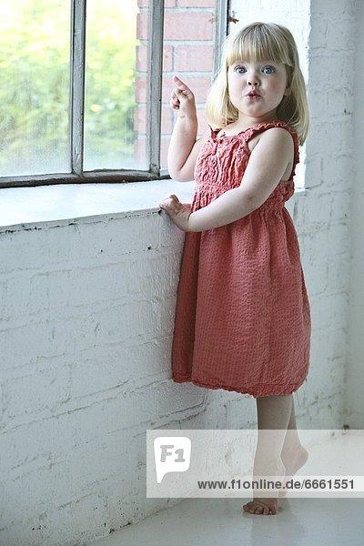 Fenster  jung  Mädchen Fenster ,jung ,Mädchen