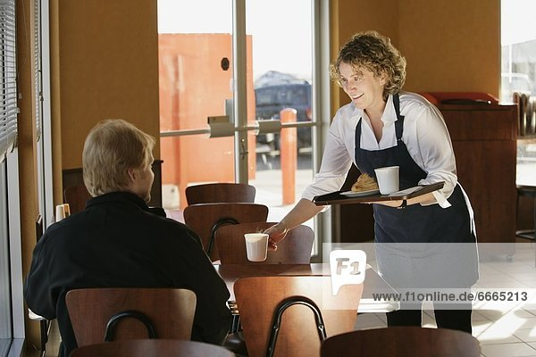 geben  Kaffee  Kellnerin