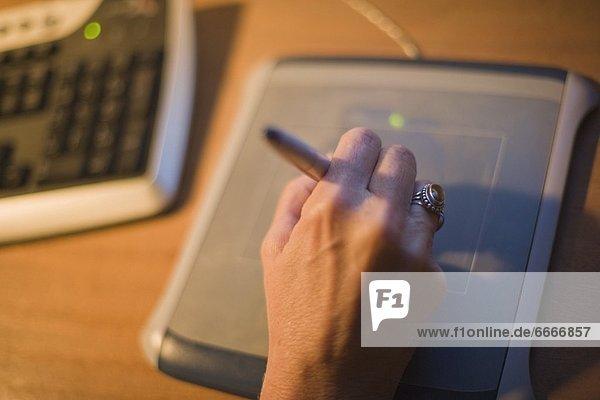 Stift  Stifte  Schreibstift  Schreibstifte  Frau  Zeichnung