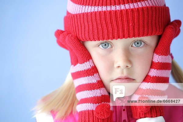 Child With Touque And Mitts