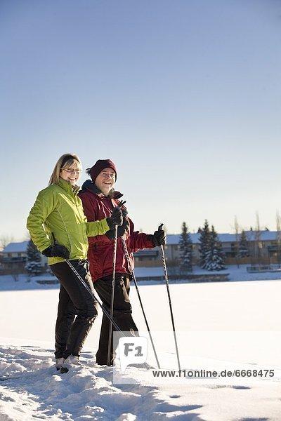 Paar Ski-Langlauf