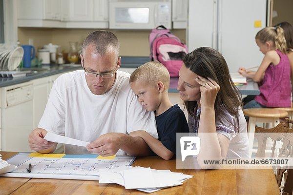 anprobieren  Menschlicher Vater  Rechnung  rechnen  Mutter - Mensch