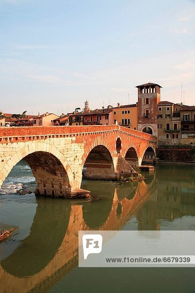 Italien  Region Venetien Verona  Brücke am Etsch