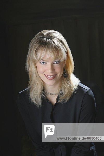 Portrait  Frau  schwarz  Kleidung