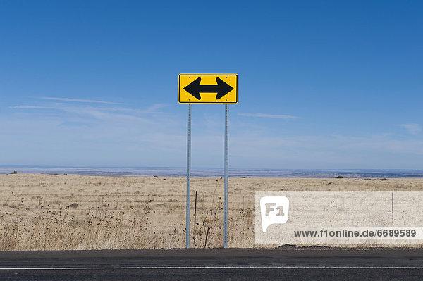 Fernverkehrsstraße  Zeichen  Wüste  Signal