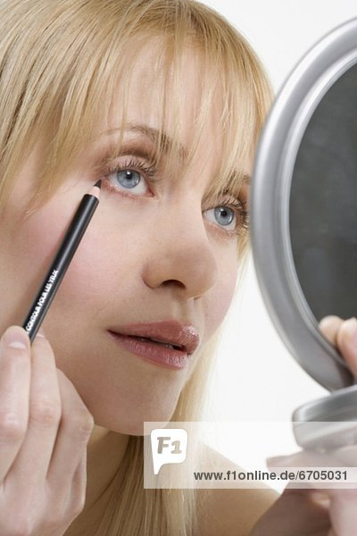 Frau  Eyeliner  Spiegel