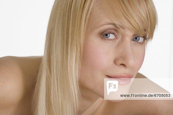 Halbportrait  blond  Frau