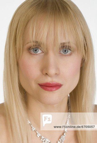 Portrait  Frau  Halskette  Kette  Kleidung  Collier mund