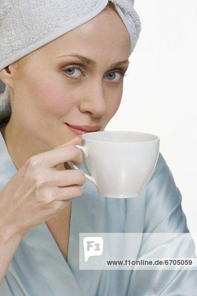 Frau  Tasse  Bademantel  Kaffee