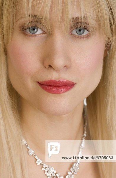 Frau  Close-up  close-ups  close up  close ups  Halskette  Kette  Kleidung  Collier mund