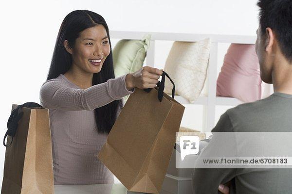 Hilfe  Mensch  weiblich - Mensch  Kunde  Umsatz