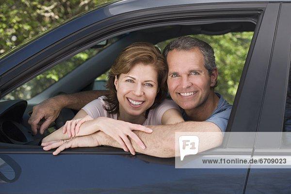 sitzend  lächeln  Auto