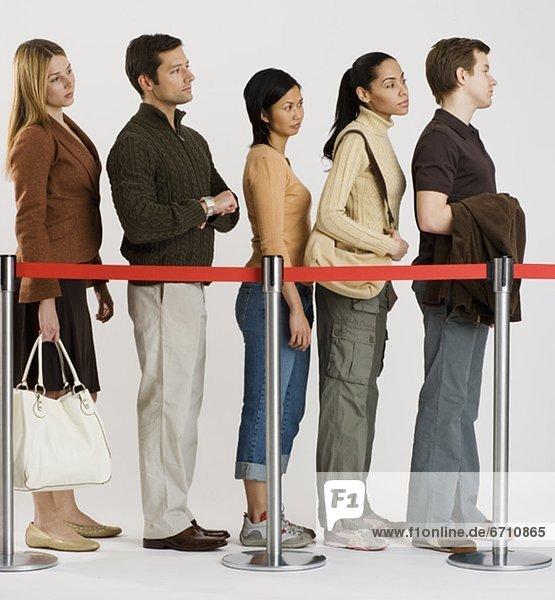 stehend  Mensch  Menschen  Menschengruppe  Menschengruppen  Gruppe  Gruppen  Linie