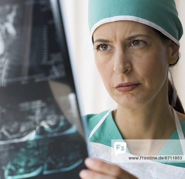 Blick auf x-ray ärztin