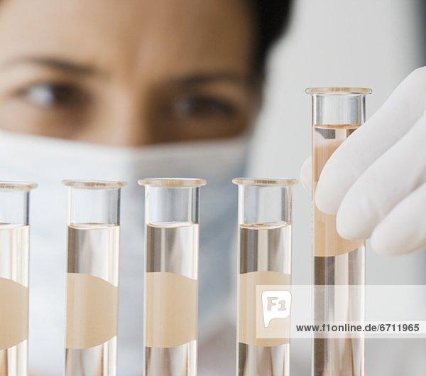 sehen  Wissenschaftler  flüssig  Flasche