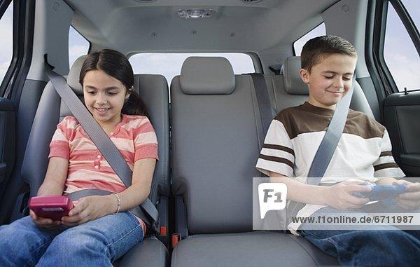 Bruder  Schwester  Auto  Spiel  Camcorder  spielen