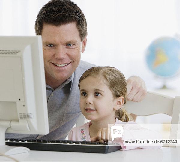 Computer  sehen  Menschlicher Vater  Tochter