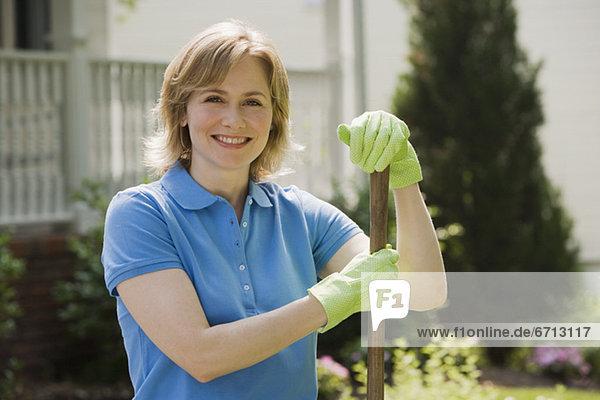 Außenaufnahme Frau Handschuh Gartenbau Kleidung freie Natur