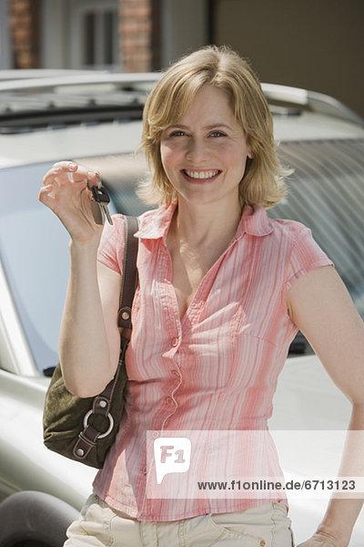 hoch  oben  Frau  Auto  halten  Schlüssel