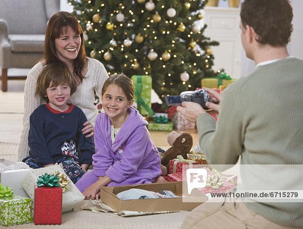 Menschlicher Vater  Weihnachten  aufzeichnen  Camcorder