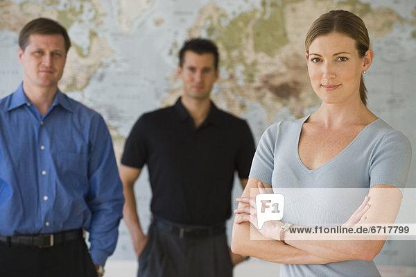 stehend  Portrait  Mensch  Menschen  Landkarte  Karte  frontal  Business