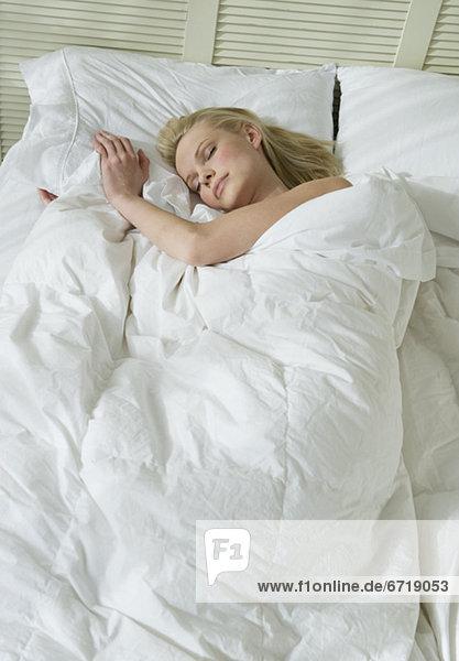 Frau Bett schlafen