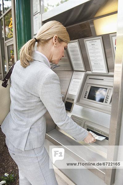 Frau  Kassierer  Automatisierung Frau ,Kassierer ,Automatisierung