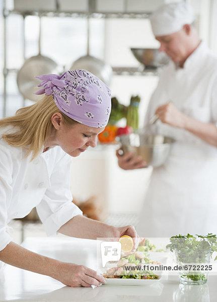 Küche  Salat  Produktion  Koch Küche ,Salat ,Produktion ,Koch